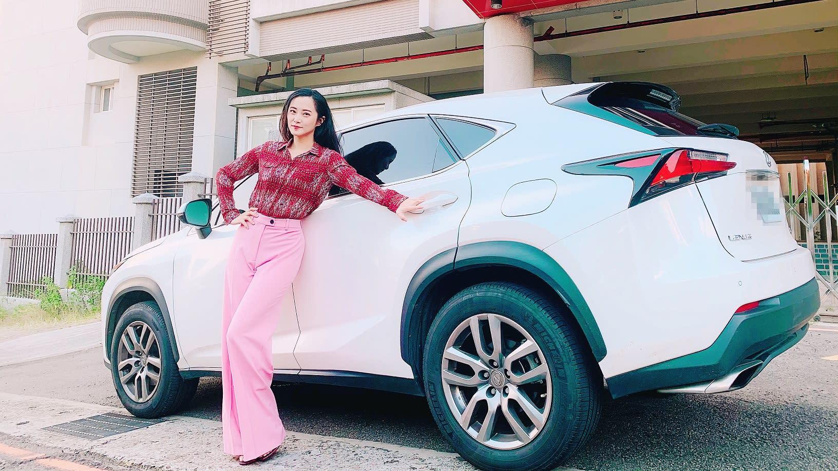 【明星聊愛車】趙小僑開Lexus NX 200t  空間感超大的「全景天窗」被網友問爆!