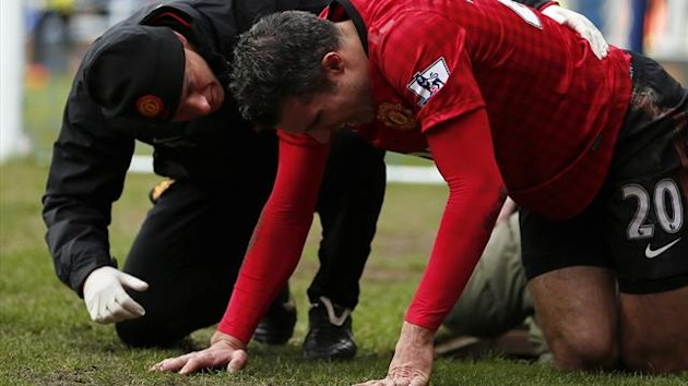 Manchester United's Robin Van Persie receives medical treatment during their English Premier League soccer match against Queen's Park Rangers in London February 23, 2013 (Reuters)