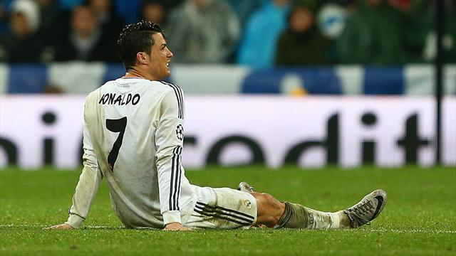 Liga - Real to rest Ronaldo after knee pain