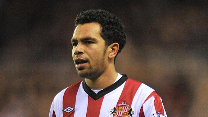 Kieran Richardson has signed a three-year deal at Craven Cottage