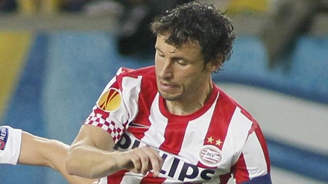 World Football - Van Bommel fires PSV into Dutch Cup semi-final