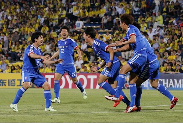 Ku Ja-ryong, center, of South Korean Suwon Bluewings celebrates after scoring the team's second goal against Japanese Kashiwa Reysol during their round of 16 soccer match at the Asian Champions Le