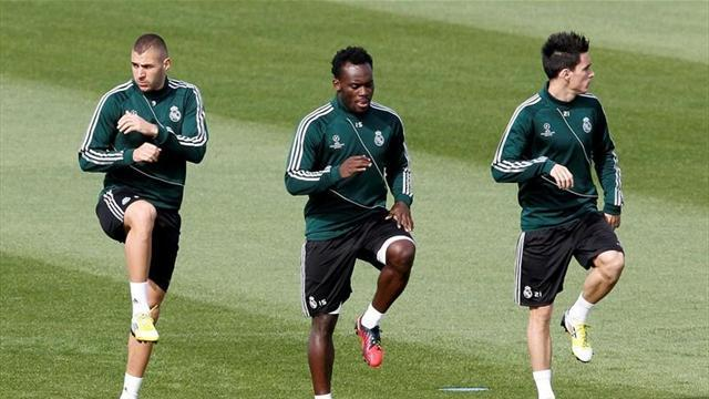 Premier League - Essien back at Chelsea for treatment