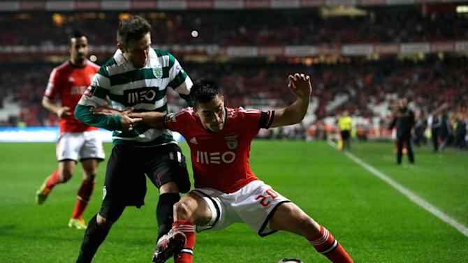 Sporting's Diego Capel, from Spain, left, fights for the ball with Benfica's Nico Gaitan, from Argentina, during their Portuguese league soccer match Tuesday, Feb. 11 2014, at Benfica's Luz stadium in Lisbon