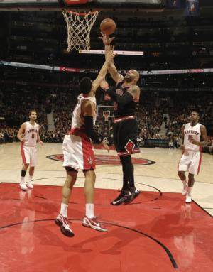 Boozer scores 36 points, Bulls beat Raptors in OT