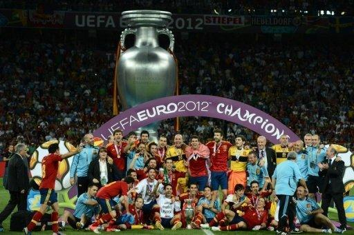 Spanish players celebrate after winning the Euro 2012 football championships final match