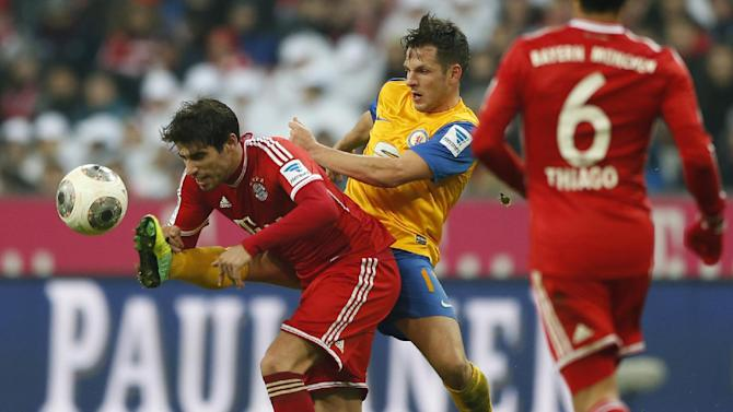 Bayern's Javier Martinez of Spain, foreground, and Braunschweig's Kevin Kratz challenge for the ball during the German first division Bundesliga soccer match between FC Bayern Munich and Eintracht Braunschweig, in Munich, southern Germany, Saturday, Nov. 30, 2013
