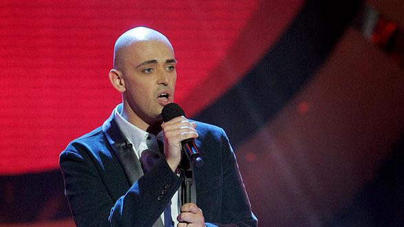 Phil Stacey performs as one of the top 6 contestants on the 6th season of American Idol.