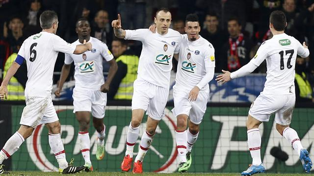 Ligue 1 - Berbatov's first Monaco goal sinks Nice in Coupe de France