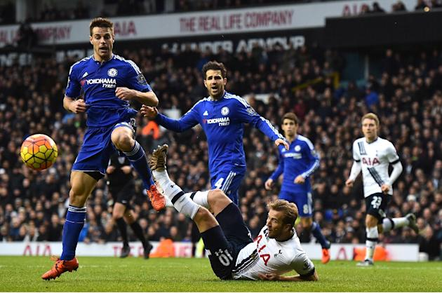 Tottenham Hotspur's Harry Kane (C) eyes the ball after attempting an overhead kick, next to Chelsea's Cesar Azpilicueta (L), during their English Premier League match at White Hart Lane in Lon