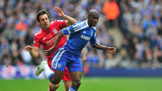 Chelsea's Brazilian Midfielder Ramires (R) Evades The Challenge Of Liverpool's Spanish Defender Jose Enrique (L) On His AFP/Getty Images