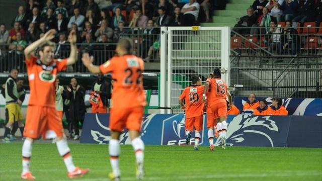 Ligue 1 - St Etienne still clinging to Champions League hope