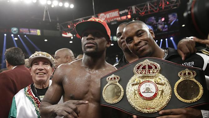 Mayweather escapes to fight another night