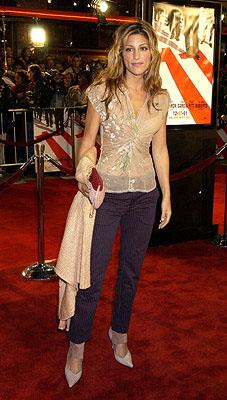 Premiere: Jennifer Esposito at the Westwood premiere of Warner Brothers' Ocean's Eleven - 12/5/2001