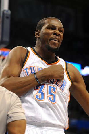 Kevin Durant beats his chest. (Mark D. Smith-USA TODAY Sports)
