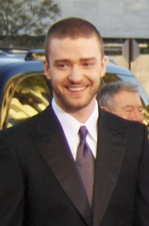 Justin Timberlake arriving at the 2007 Golden Globes. Cropped from flickr photo by Joe Shlabotnik