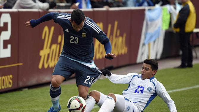 Argentina, without Messi, beats El Salvador 2-0