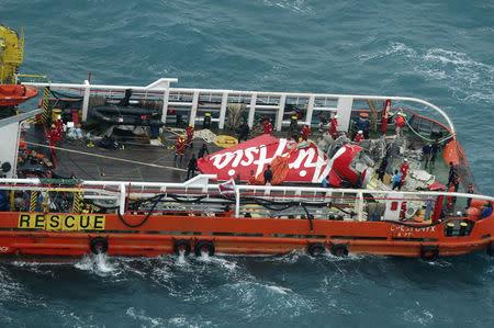 AirAsia co-pilot at controls when plane crashed