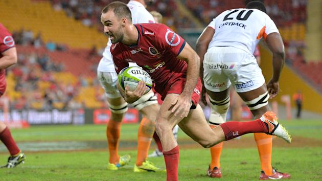 Wallabies' Nick Frisby has extended his stay with Queensland Reds in Super Rugby.