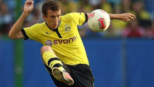 Bundesliga - Croatia midfielder Perisic joins Wolfsburg