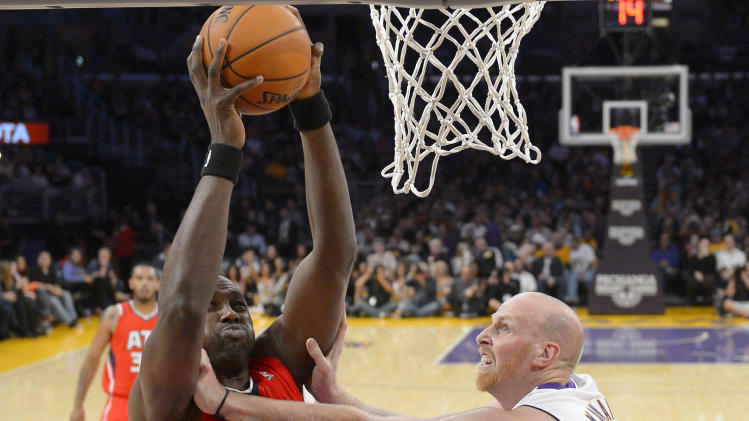 Lakers blow big lead, beat Hawks 105-103