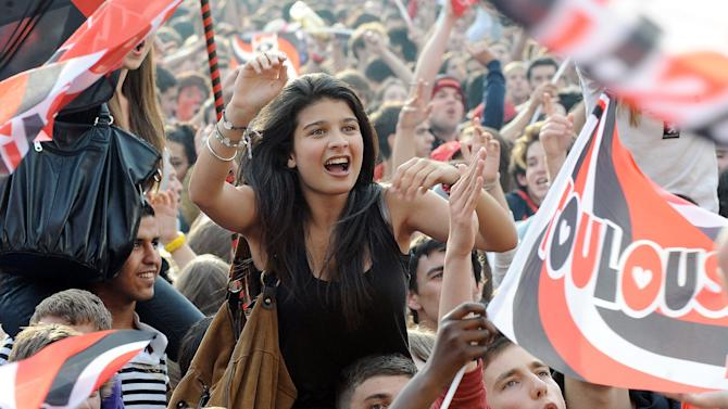 Supporters of Toulouse celebrate after t