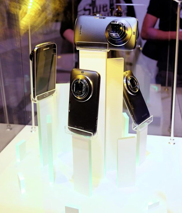 samsung galaxy k zoom display Samsung Resmi Kenalkan GALAXY K Zoom & Level smartphone mobile gadget liputan khusus liputan audio video aksesoris gadget