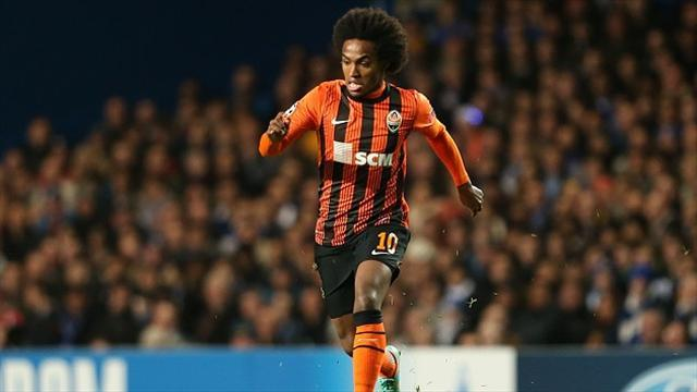 Premier League - Willian arrives in London to complete £30m Tottenham move