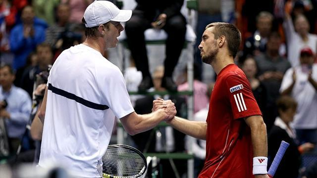 Davis Cup - US level with Serbia, Holders Czechs lead
