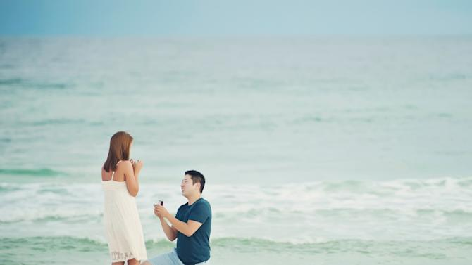 Photographer Captures Mystery Beach Proposal, Uses Facebook to Save the Day