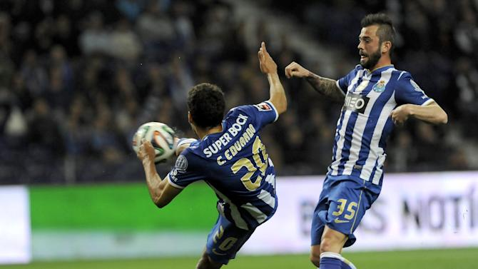 FC Porto's Carlos Eduardo, from Brazil, shoots to score his team second goal against Arouca, with teammate Steven Defour from Belgium at right, in a Portuguese League soccer match at the Dragao stadium, in Porto, Portugal, Sunday March 9, 2014