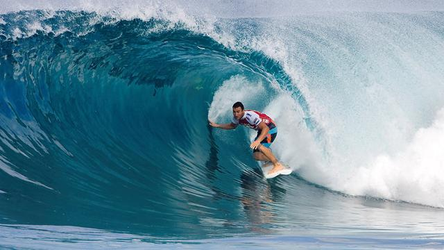 Parkinson wins at Quiksilver Pro France, De Souza out