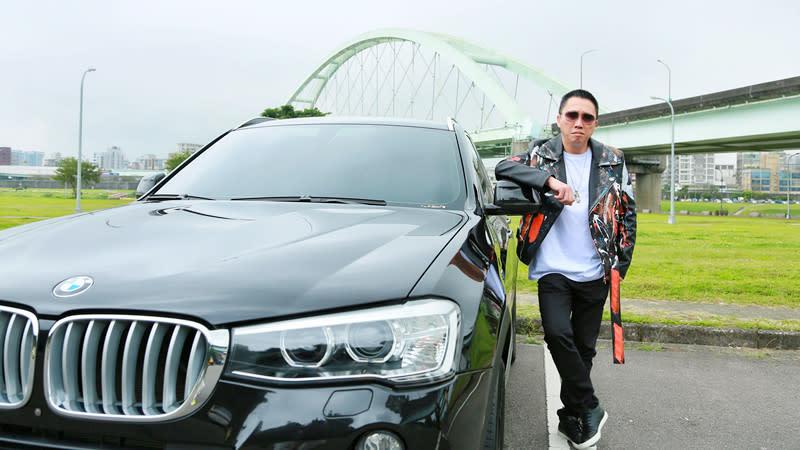 【明星聊愛車】趙正平愛休旅車,聽老婆的話選BMW X3 夢幻車款:賓利雙門跑車!