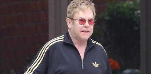 Elton Johnin relax passeggia a Beverly Hills