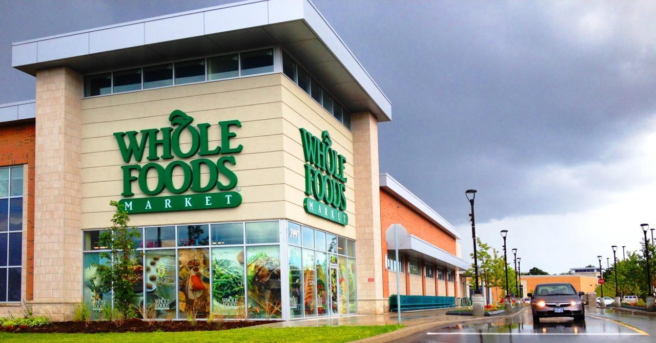 <p>Cajeros, panaderos o asistentes de tienda son algunas de las vacantes que tiene actualmente la cadena de supermercados estadounidense Whole Food Market. Este portal de búsqueda de empleo le da un 3,5 como empresa. (Foto: Wikimedia Commons). </p>