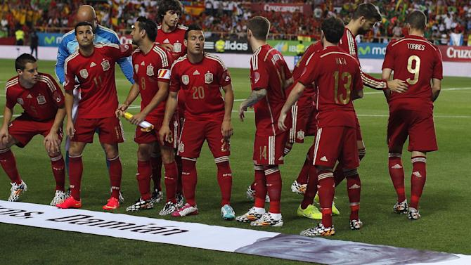 World Cup - Spanish players' bonuses 'an insult to citizens'