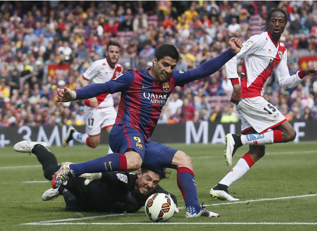 Barcelona's Suarez scores a goal against Rayo Vallecano during their Spanish first division soccer match in Barcelona