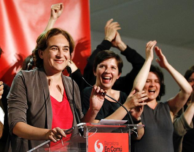 Barcelona en Comu leader and mayoral candidate for Barcelona, Ada Colau (L), celebrates her party's victory in Spain's municipal and regional elections, on May 24, 2015 in Barcelona