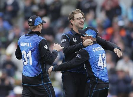 New Zealand bowler Vettori celebrates with teammates after Sri Lankan batsman Jayawardena was caught behind by wicket keeper Ronchi during their Cricket World Cup match in Christchurch