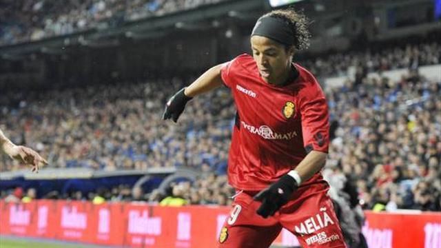 Liga - Villarreal snap up Dos Santos