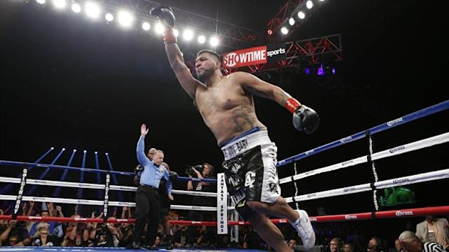 Chris Arreola celebrates after knocking out Seth Mitchell (Golden Boy)
