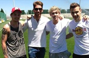 Sergio Ramos grabs a photo with One Direction