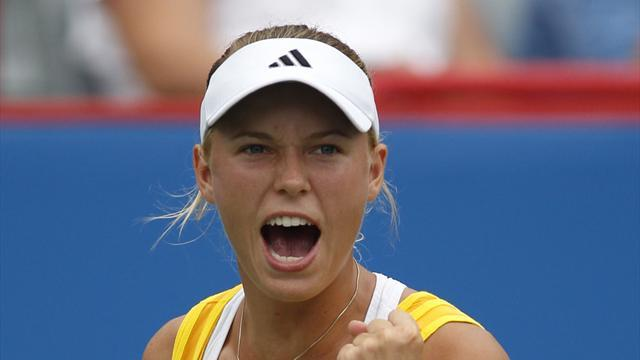 Tennis - Wozniacki through in Seoul