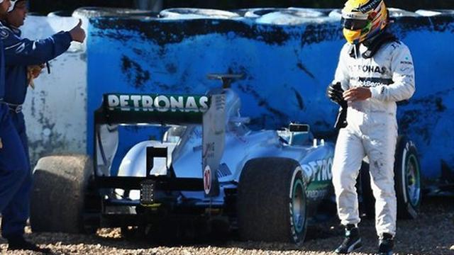 Formula 1 - Hamilton crashes in first test with Mercedes