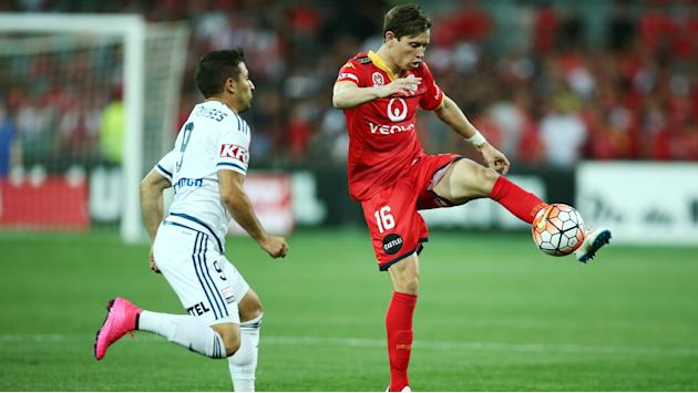 Adelaide United 0 Melbourne Victory 0: Ten-man champions held