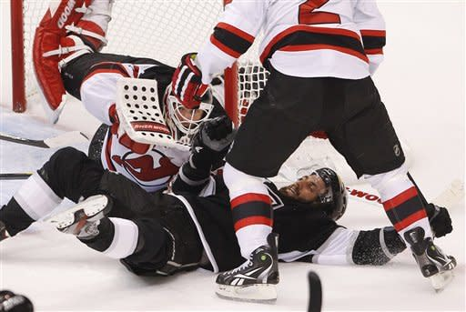 Devils avoid elimination, beat Kings on late goals