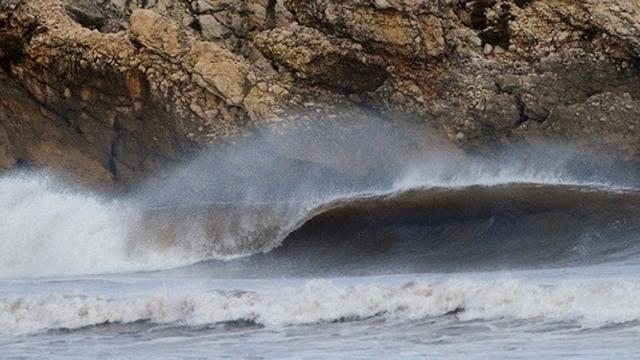 Surfing - Storms ensure lay day in Portugal