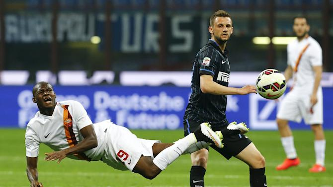 AS Roma's Ibarbo challenges Inter Milan's Brozovic during their Serie A soccer match at the San Siro stadium in Milan