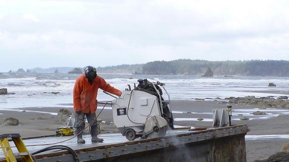 Removal of Tsunami Dock Begins in Washington