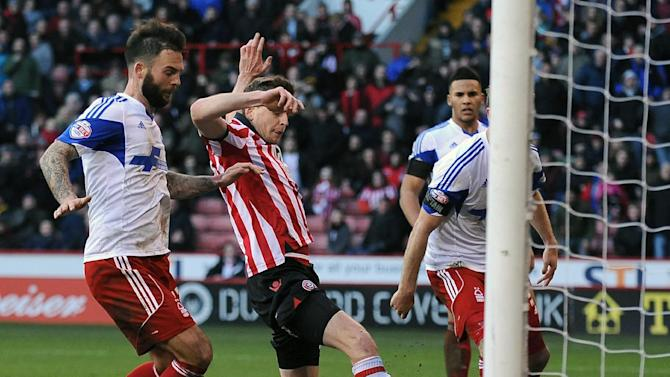 Sheffield United's Chris Porter (centre) scores  against Nottingham Forest during their English FA Cup, fifth round match at Bramall Lane, Sheffield, Sunday Feb. 16, 2014.  (AP Photo / PA )